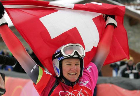 图文-单板滑雪女子平行大回转穆利高扬瑞士国旗