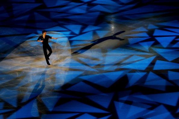 图文-男子单人滑表演绅士风度利萨塞克舞池漫步