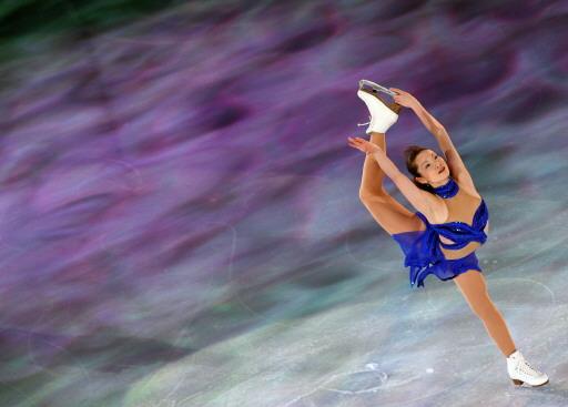 图文-女子单人滑表演亦真亦幻荒川静香缓缓滑过