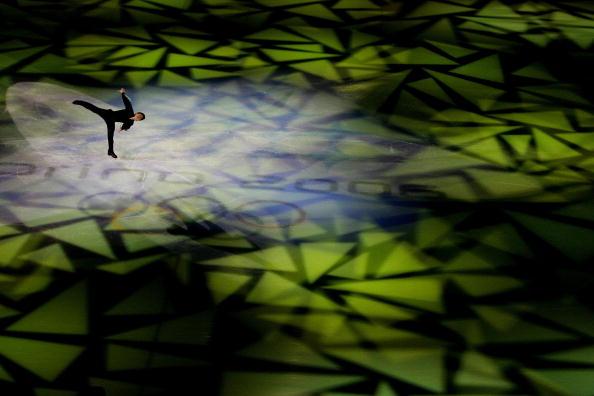 图文-男子单人滑表演绅士风度兰比尔燕子滑行