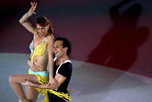 图文-冰舞表演激情洋溢东道主为祖国表演