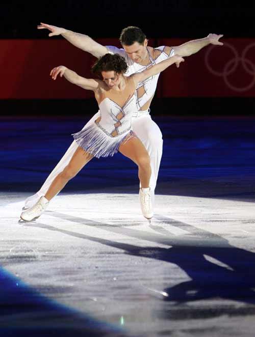 图文-冰舞表演赛激情四溢魔幻组合魔幻旅行
