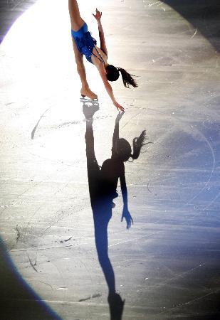 图文-女子单人滑表演亦真亦幻荒川静香的影子