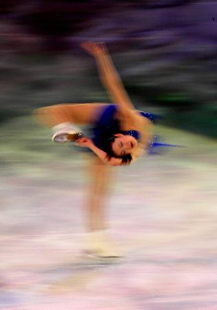 图文-女子单人滑表演亦真亦幻荒川静香完美旋转