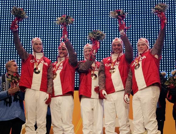 图文-冬奥颁奖图大全男子冰壶决赛加拿大队夺冠