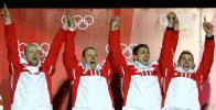 图文-冬奥会男子四人雪车颁奖仪式德国队员开心欢呼