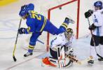 图文-[男子冰球]芬兰VS瑞典瑞典队员马踏飞燕