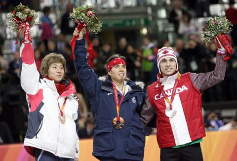 图文-冬奥颁奖图大全短道速滑男子500米阿波罗夺冠