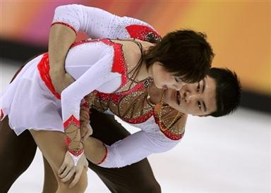 图文-06冬奥会摔倒图特辑张丹摔倒后张昊询问伤势
