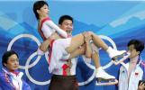 图文-06冬奥会摔倒图特辑张丹/张昊伤后重上场夺银