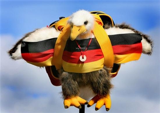 图文-都灵冬奥会观众特辑德国支持者头顶小鸭