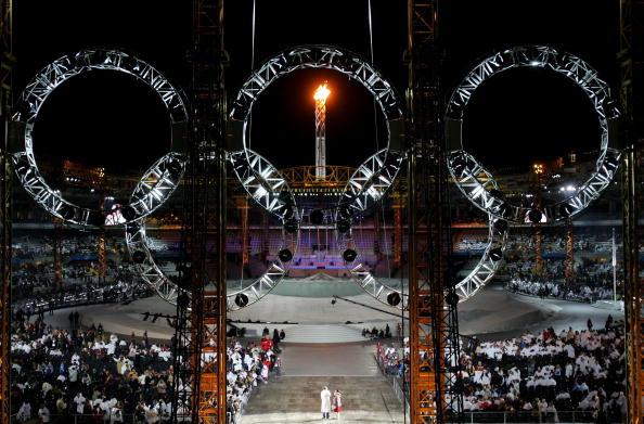 图文-都灵冬奥会闭幕式都灵熊熊燃烧的圣火