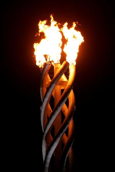 图文-都灵冬奥会闭幕式圣火不久就将熄灭