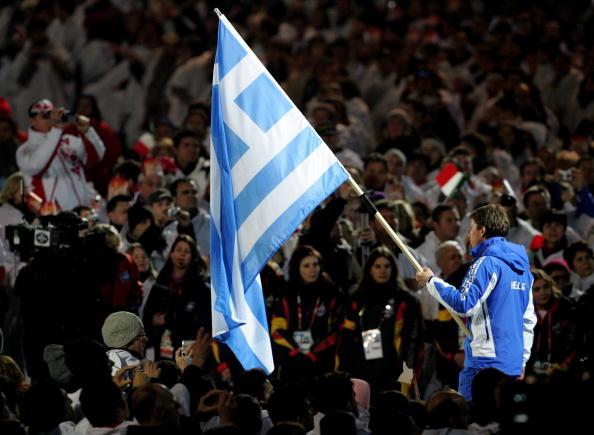 图文-都灵冬奥会闭幕式希腊旗手入场