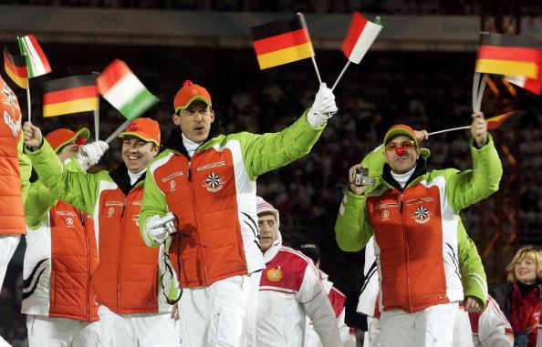 图文-都灵冬奥会闭幕式德国队员非常开心