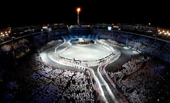 图文-都灵冬奥会闭幕式白色代表冬季气象