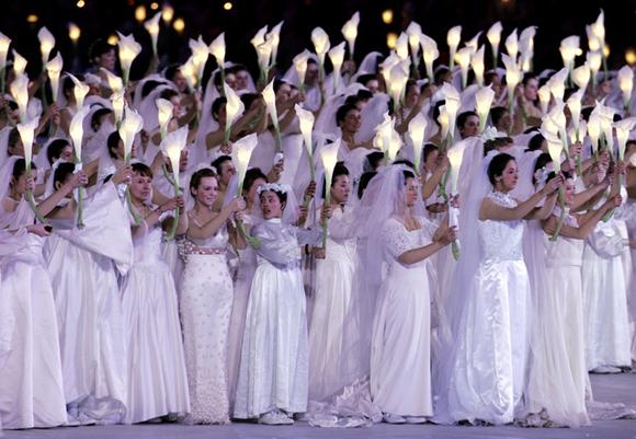 图文-都灵冬奥会闭幕式唯美无暇的艺术表演