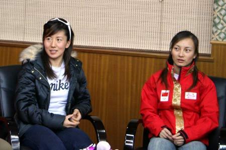 图文-冬奥获奖选手庆功会中国冰雪界两大美女