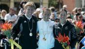 图文-英联邦运动会铁人三项赛女铁人的英姿