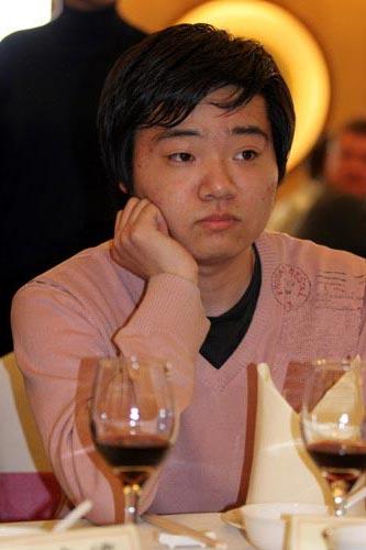 图文-斯诺克中国赛开幕酒会丁俊晖若有所思