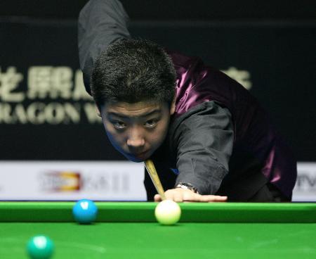 图文-中国台球公开赛开赛中国选手李行在比赛中