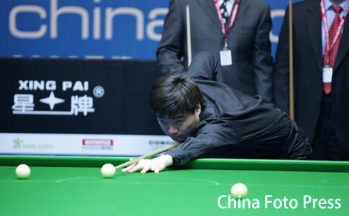 图文-斯诺克中国赛揭幕卫冕冠军丁俊晖为赛事开球