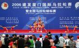 图文-厦门国际马拉松赛场马拉松宝贝登台献艺