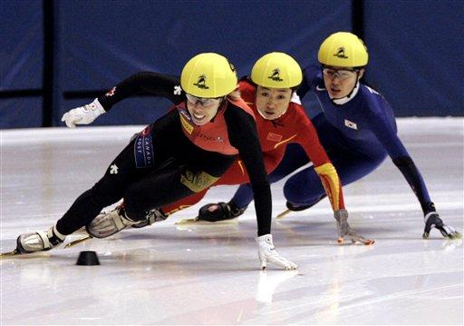 图文-短道团体世锦赛中国女队摘银付天余速度奇快