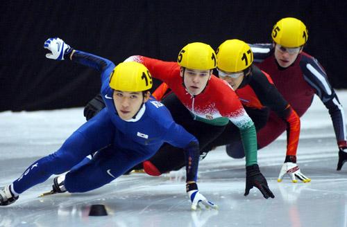 图文-短道速滑世锦赛500米预赛吴世钟目光炯炯