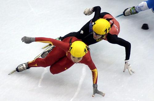 图文-短道世锦赛女子500米决赛付天余领先罗贝格