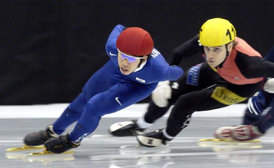 图文-短道世锦赛男子1000米李浩石轻松领先对手