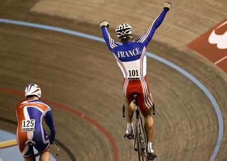 图文-场地自行车世锦赛首日布日庆祝法国队夺冠