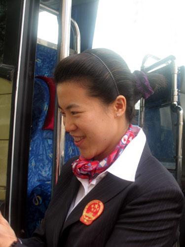 图文-中国乒乓球队出征不莱梅大姐大王楠信心足