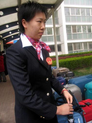 图文-中国乒乓球队出征不莱梅队员整装待发