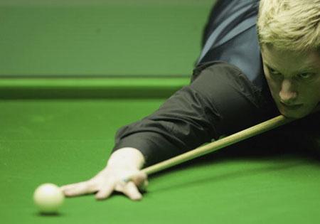 图文-斯诺克世锦赛第六日黄毛罗布森技艺高超