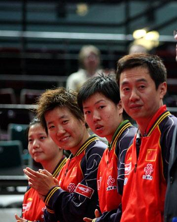 世乒赛中国女队四连胜施之皓表情挺奇怪
