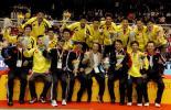 图文-中国男队六夺汤姆斯杯队员教练集体合影
