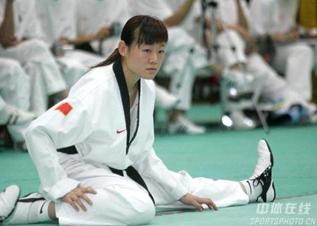 图文-伊朗跆拳道队来华交流奥运冠军罗薇在训练中