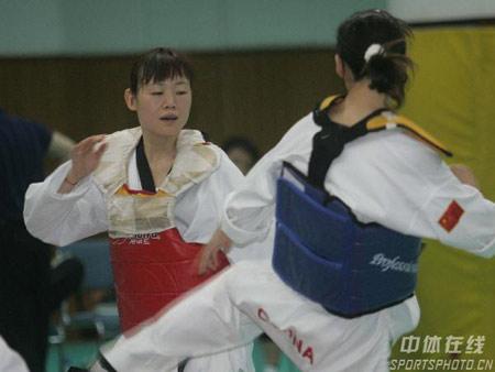 图文-伊朗跆拳道来华交流罗薇在哈桑指导下训练