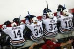 图文-NHL总决赛北卡飓风队捧杯失败者的背影很落寞
