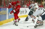 图文-NHL总决赛北卡飓风队捧杯以一敌二不落下风