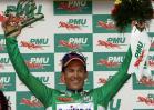 图文-环法自行车赛第四赛段高举赛段冠军奖杯
