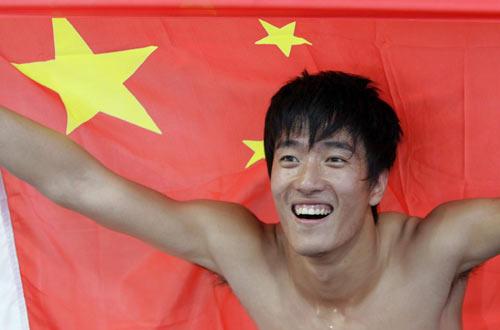图文-洛桑大奖赛刘翔破世界纪录红旗是刘翔的依靠