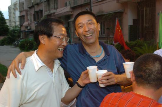 图文-父母邻居家中为刘翔庆生邻居祝贺刘学根