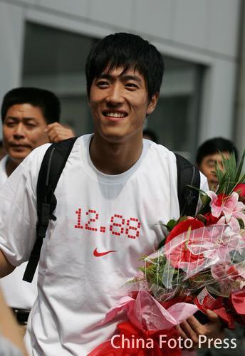 图文-栏王刘翔洛桑载誉归来笑对媒体刘翔有些疲惫
