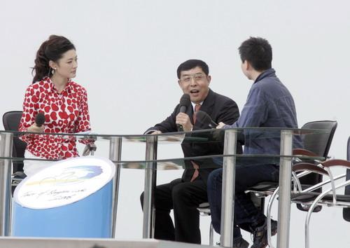 图文-第五届环青海湖自行车赛揭幕央视进行直播