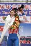 图文-环青海湖自行车赛第二赛段品尝香槟滋味