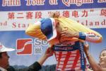 图文-环青海湖自行车赛第二赛段威辛格穿黄衫