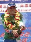 图文-环湖自行车赛第三赛段冲刺王威辛格喷香槟