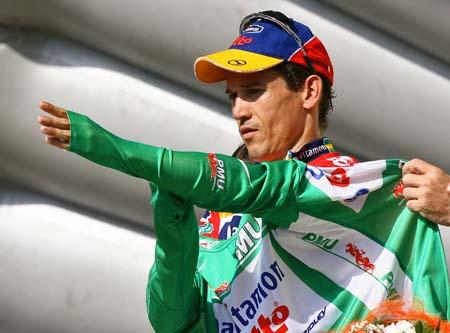 图文-环法自行车赛第18赛段麦克伊文保住绿衫